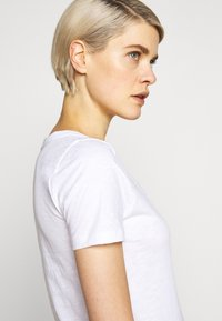 J.CREW - VINTAGE SCOOP - Basic T-shirt - white - 3