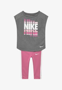 Nike Sportswear - SET - Leggings - Trousers - magic flamingo - 3