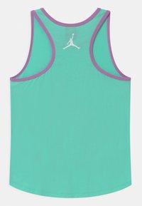 Jordan - GIRLS AIR - Top - green glow - 1