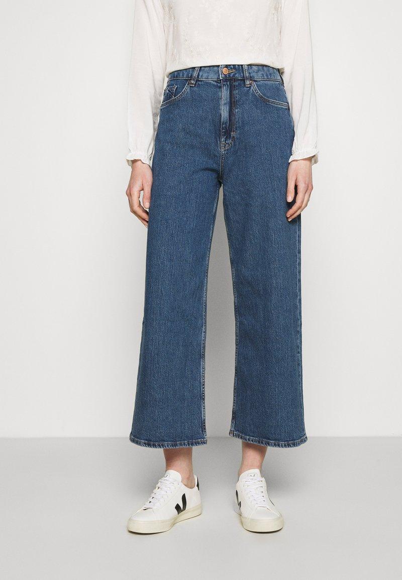 Esprit - NEW WIDE LEG - Flared Jeans - blue medium wash