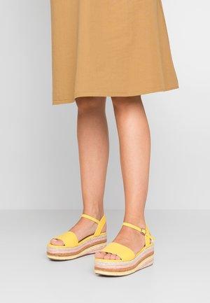 KORRA - Sandály na platformě - yellow