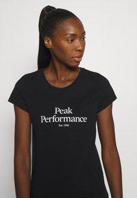 Peak Performance - ORIGINAL TEE - Triko spotiskem - black - 4