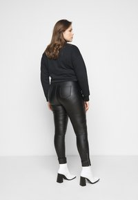 Missguided Plus - VICE DOUBLE POPPER COATED BIKER - Jeans Skinny Fit - black - 2