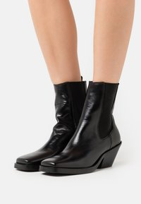 Selected Femme - SLFAVA CHELSEA BOOT  - Classic ankle boots - black - 0