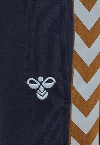 Hummel - Teplákové kalhoty - black iris - 3