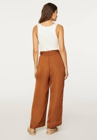 OYSHO - Pantalon classique - brown - 2