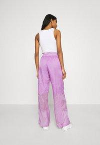 Nike Sportswear - STREET PANT - Pantalones - violet shock/white - 2