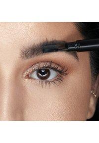 Nyx Professional Makeup - FILL & FLUFF EYEBROW POMADE PENCIL - Eyebrow pencil - 6 brunett - 3