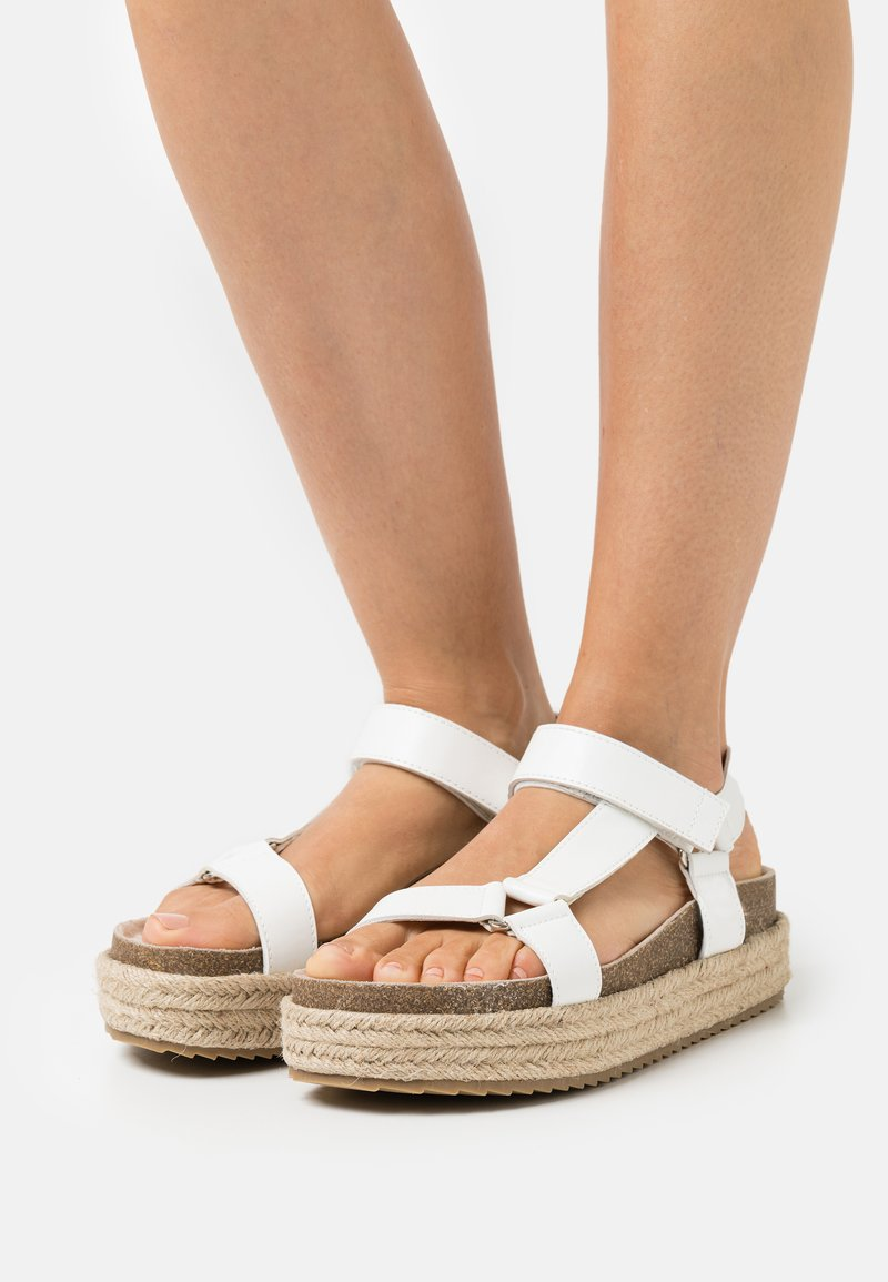 Emmshu - KYRA - Korkeakorkoiset sandaalit - white