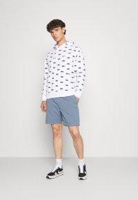 Nike SB - CHINO UNISEX - Shorts - ashen slate - 1