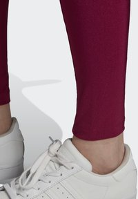 adidas Originals - BELLISTA SPORTS INSPIRED SLIM TIGHTS - Leggings - Trousers - power berry - 5