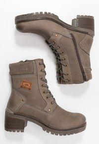 Dockers by Gerli - Šněrovací kotníkové boty - schlamm - 3