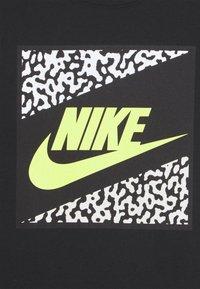 Nike Sportswear - TEE BEACH FUTURA UNISEX - Print T-shirt - black - 2
