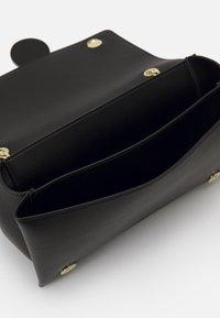 Love Moschino - NEW LOGO CHAIN FLAP XBODY - Across body bag - black - 5