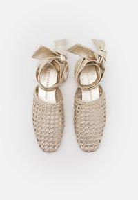 Melvin & Hamilton - MELLY 8 - Ankle strap ballet pumps - platint/natural - 5