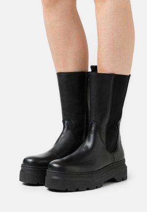 AYA ZIPPER - Platform boots - black
