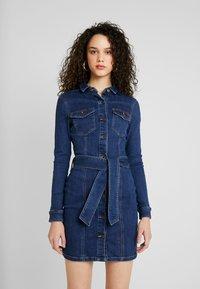 Vero Moda - VMTARA SHORT DRESS - Denim dress - dark blue denim - 0