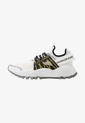 TOLBEK - Sneakers basse - white/black