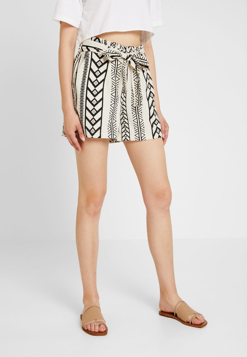 Vero Moda - Shorts - birch/black