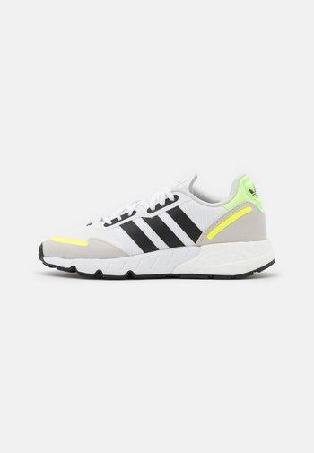 ZX 1K BOOST UNISEX - Matalavartiset tennarit - footwear white/core black/solar yellow