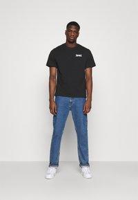 Levi's® - TEE UNISEX - Print T-shirt - caviar - 1