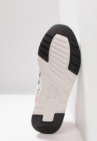 New Balance - CM 997 - Trainers - white - 5