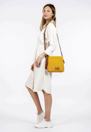 CLAUDIA - Across body bag - yellow