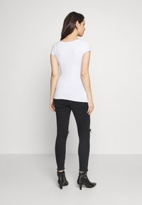 Balloon - SHORT SLEEVES WITH RUCHED SIDE - Basic T-shirt - white - 2