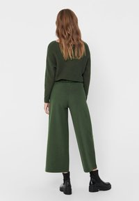 JDY - JDYGEGGO NEW ANCLE PANTS - Pantalones - forest night/black buttons - 2