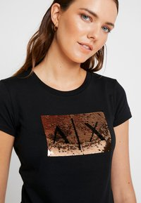 Armani Exchange - Print T-shirt - black/gold - 4