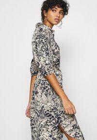 Monki - VALMA DRESS - Robe chemise - blue dark/landscape - 4