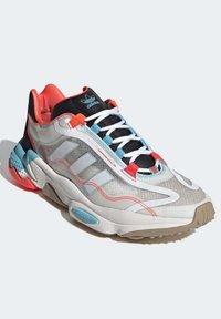 adidas Originals - OZWEEGO  - Trainers - white - 2