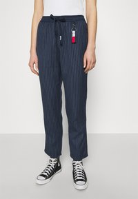 Tommy Jeans - PINSTRIPE PANT - Trousers - twilight navy/white - 0