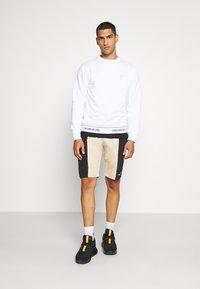 Calvin Klein - LOGO WAISTBAND - Mikina - white - 1