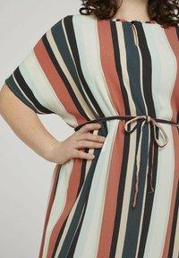 MY TRUE ME TOM TAILOR - DRESS KEYHOLE NECKLINE BELTED - Day dress - multicolor sahara - 3
