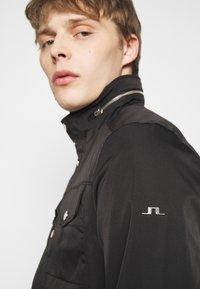 J.LINDEBERG - BAILEY STRETCH JACKET - Tunn jacka - black - 3