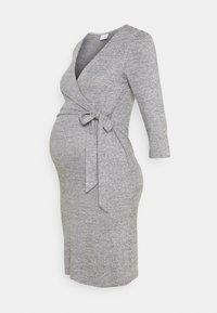 MAMALICIOUS - MLILA TESS DRESS - Pletené šaty - medium grey melange - 0