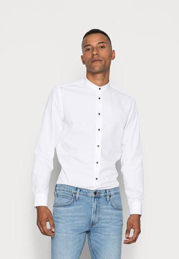 MANDARIN TAPE SLIM FIT - Camicia - white