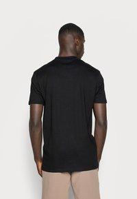 Minimum - AARHUS - Basic T-shirt - black - 2