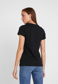 New Balance - ESSENTIALS STACKED LOGO TEE - Print T-shirt - black - 2