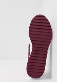 Nike Golf - CORTEZ - Golfové boty - white/villain red/barely grape/plum dust - 4