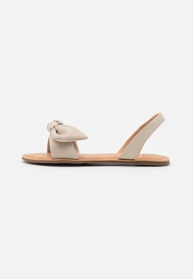 CELLE - Sandaalit nilkkaremmillä - bone