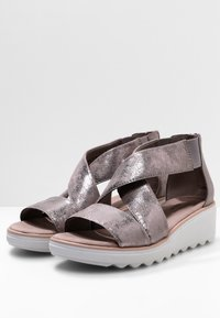 Clarks - Wedge sandals - zinn-metallic - 3