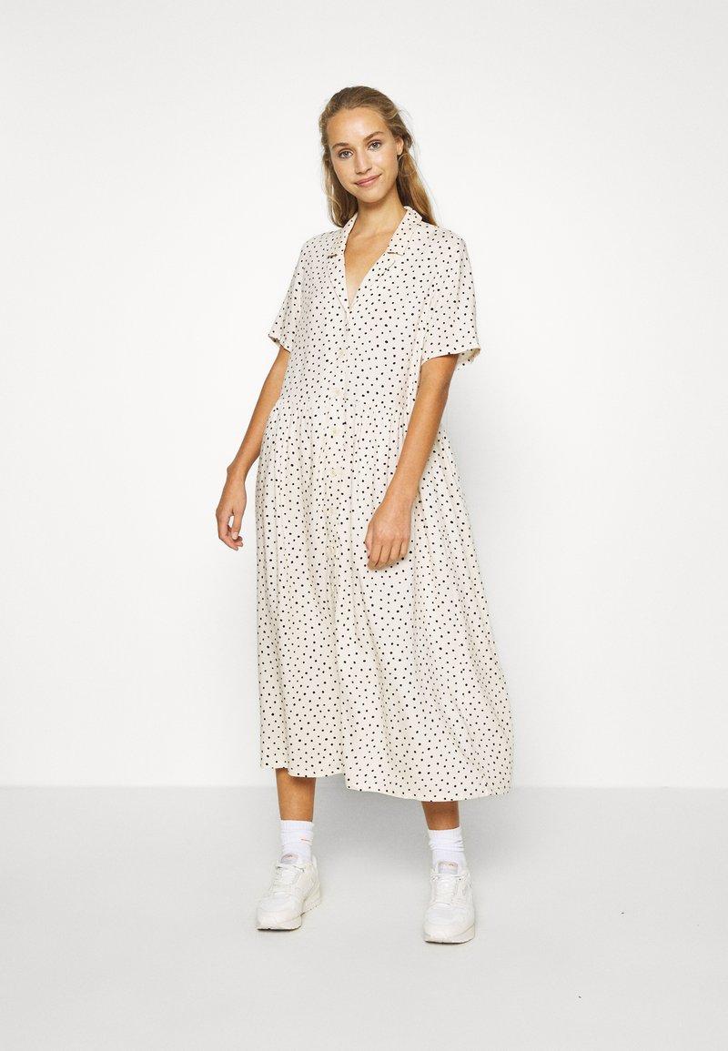 Monki - MATTAN DRESS - Skjortekjole - white