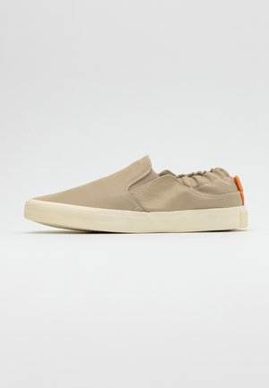 ALEXANDER - Loaferit/pistokkaat - sand/offwhite
