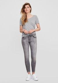Noisy May - Jeans Slim Fit - light grey denim - 1