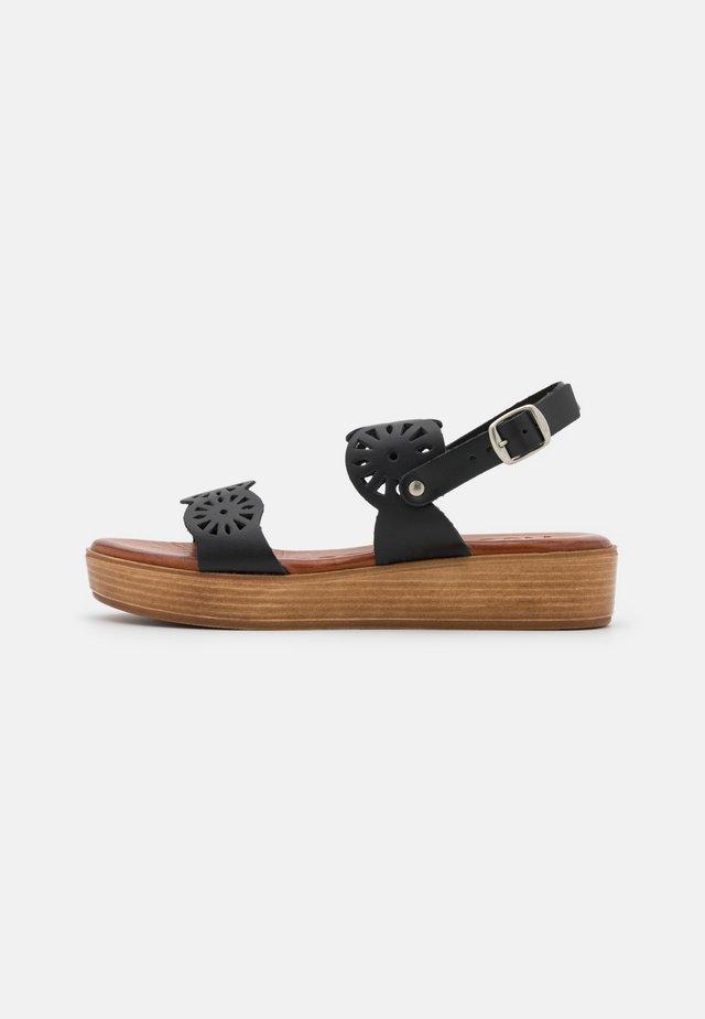NICOLETA - Sandalen met plateauzool - black