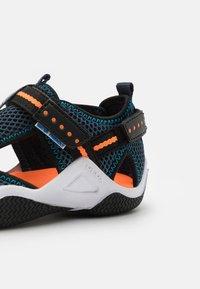 Geox - WADER - Chodecké sandály - navy/orangefluo - 5