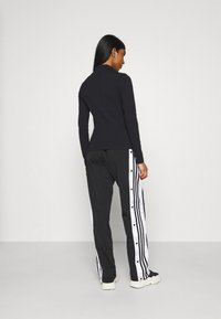 adidas Originals - Topper langermet - black - 2