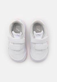 Puma - STEPFLEEX 2 UNISEX - Sportschoenen - white/silver/sachet pink - 3